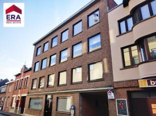 Goed onderhouden appartement met garage te koop in centrum Wervik.Dit appartement bevindt zich op het 3de verdiep en is vlot te bereiken met de lift.B