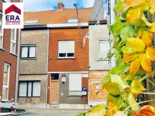 Volledig vernieuwde woning met 3 slaapkamers en tuin in het centrum van WervikBestaat uit : Gelijkvloers : inkom, ruime woonkamer met open ingerichte