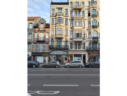 Appartement te koop in Laken, € 225.000
