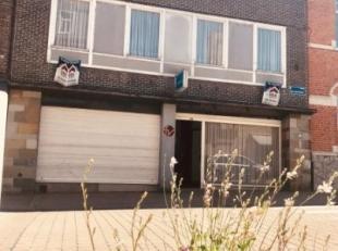Centraal gelegen ruime eigendom op Steenakker Wervik bestaande uit: -gelijkvloers: momenteel handelsruimte (60m²), eetkamer en keuken, bureel, li