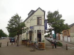 Mooi opbrengsteigendom met verhuurd café en appartement te Oostende.Het appartement heeft een eigen ingang om de hoek en heeft éé