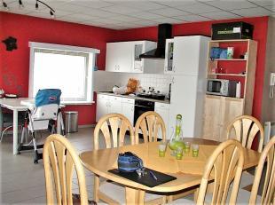 Indeling: living met open ingerichte keuken, badkamer, wasberging, apart toilet en 2 slaapkamers. Bemeubeld met salon, eetplaats en slaapkamer. Geen s