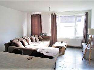 Dit appartement is gelegen op de eerste verdieping.  Indeling: Inkom, living, ingerichte keuken, berging, badkamer, apart wc, 2 slaapkamers en een kle