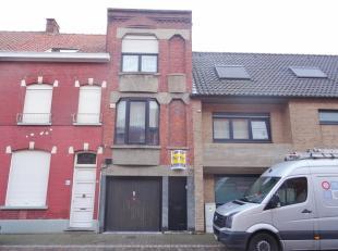 De woning is ingedeeld in 2 verdiepingen. Gelijkvloers is er een grote garage, berging, badkamer, terras en grote tuin met tuinhuis. Op de eerste verd