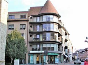 Dit prachtig en zeer ruim appartement is gelegen op de 4de en 5de verdieping van residentie De Torenvalk, in het stadscentrum van Menen. Indeling: ink