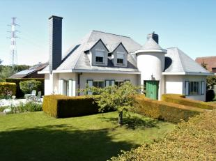 Deze unieke villa is een absolute topper door zijn ligging, het gebruik van duurzame en kwalitatieve materialen, de parkachtige tuin met gezellig terr