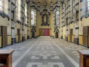 Dit uniek pand is een zeventiende-eeuwse barokkappel. De eenbeukige en rijk versierde kapel dateert van 1681 en werd gebouwd op de plek waar ooit de e