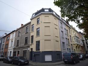 Deze woning werd in het jaar '90 voor het eerst gecontroleerd als meergezinswoning en goed bevonden voor 5 eenheden. Door de jaren heen werd de eigend
