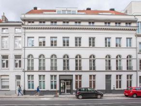 In de kern van de stad op wandelafstand van de graslei, nabijheid Burgstraat, prinsenhof , hotel Reylof bevindt zich dit verzorgd 2 slaapkamerappartem
