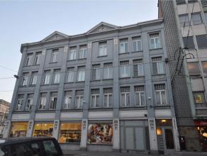 Het appartement is gelegen vlakbij het Justitiepaleis, hartje Gent. Het appartement bevindt zich op de 3e verdieping en bestaat uit een hall, apart to