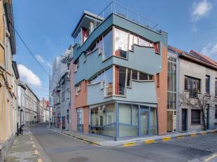 Rustig gelegen nabij Oude Houtlei, Recolletenlei, Coupure Rechts. De organische en kleurrijke architectuur van het gebouw  in de vorm van een piano tr