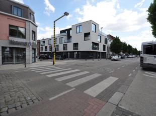 Dit appartement is gelegen in de residentie Jacynthe  (bouwjaar 2013) op het  gelijkvloers en kent volgende indeling: ruime inkom met ingemaakte kaste