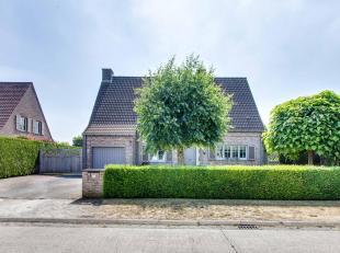 Residentieel gelegen mooie villa op een zuid-georiënteerd perceel van  1290 m² in het gezellige Astene op wandelafstand van de Leie . De bew
