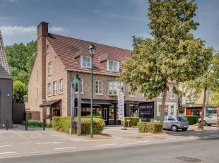 Dit appartement is uitzonderlijk goed gelegen in het centrum van Sint-Martens-Latem in de onmiddellijke omgeving van alle winkels. Het bevindt zich op