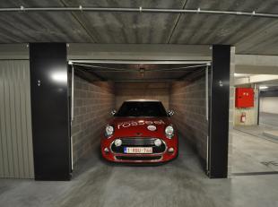 Deze garagebox 3.10 is gelegen op het -3 verdiep in het garagecomplex Vrijdagsmarkt. De gemeenschappelijke kosten bedragen 30 euro/maand. Deze box is