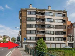 Deze garage is gelegen in het appartementsgebouw ; Eedverbondkaai/Holdaal.<br /> Geschikt voor zeer kleine wagen of als opslagplaats.