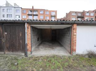 Gesloten garagebox (nr. 32) gelegen vlakbij het Sint-Pietersstation. Bovenop de huurprijs komt er een forfait van 5 euro per maand voor gemeenschappel