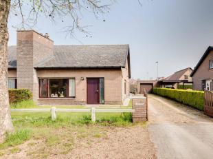 Deze op heden verhuurde eigendom te Drongen werd gebouwd in 1976 op een grondoppervlakte van 372 m².  De eigendom is tevens voorzien van een loss