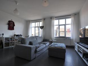 Dit recent appartement is gelegen in de residentie Collegehof, hartje Gent. Dit ongemeubelde 2-slaapkamerappartement op de derde verdieping bevat een