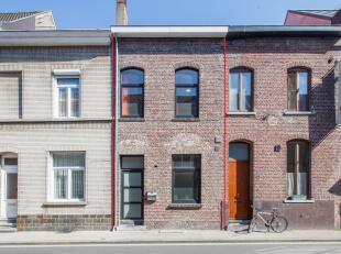 Deze ruime woning in rij, gelegen nabij de Odisee Technologiecampus Gent (Rabot)  werd gebruikt als woning voor studerende kinderen. De eigendom werd