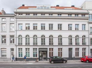 In de kern van de stad op wandelafstand van de Graslei, nabijheid Burgstraat, Prinsenhof, hotel Reylof bevindt zich dit verzorgd 2-slaapkamerapparteme