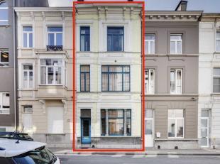 Deze instapklare woning is gelegen op wandelafstand van het centrum in de gegeerde Muinkpark wijk (Kinepolis Gent). De woning omvat op het gelijkvloer