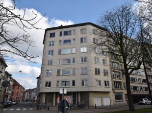 Lichtrijk hoekappartement met 2 slaapkamers op de 3de verdieping van de Résidence du Sud met een mooi zicht over het Gentse Zuidpark.<br /> <br