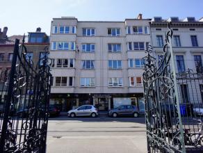 Dit centraal gelegen en ruim appartement met drie slaapkamers is gelegen op de derde verdieping met een open zicht op het Karmelietenklooster. Alle mo