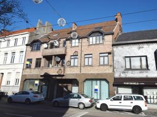 Appartementsgebouw (opbrengsteigendom) bestaande uit handelspand (voorheen KBC Bank) en 5 appartementen met telkens 2 slaapkamers, gelegen aan Heernis