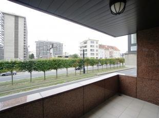 Dit grote appartement met drie slaapkamers bevindt zich op wandelafstand van zowel de Gentse binnenstad als het Sint-Pietersstation. De ligging onders