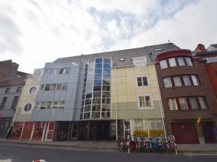 Ruim duplexappartement (115m²) met 2 slaapkamers en volwaardig terras gelegen op de 2e verdieping op wandelafstand van het Gentse Sint-Pieterssta