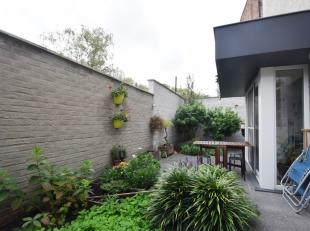 Instapklare gezinswoning met mooi stadstuintje gelegen in het centrum van de stad Gent. <br /> De woning beschikt op het gelijkvloers over een ruim en