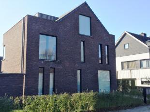 Schitterend ruim, strak en luxueus nieuwbouw appartement met 2 slaapkamers en individuele garagebox gelegen in de  residentiële omgeving van de S