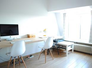 Charmant, gerenoveerd en zonnig dakappartement met terras en 2 slaapkamers op een 4de verdieping, gelegen aan het Sint-Elisabethbegijnhof in het centr