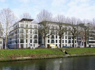 Residentie Canal House is uiterst residentieel gelegen langsheen de Coupure Rechts in het hart van Gent en werd ontworpen door het befaamde Gentse arc