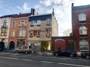 Dit appartement op de eerste verdieping is gelegen aan de Land Van Waaslaan, met vlotte verbinding naar Gent centrum, oprit autostrade en 500m van Dam