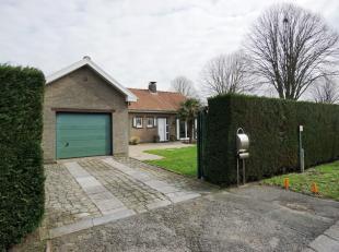 Deze vrijstaande en verzorgde laagbouwwoning met garage en zonnige tuin, is gelegen op een boogscheut van het centrum van Drongen, met een heel vlotte