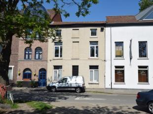 Degelijke en comfortabele woning met 3 slaapkamers met elk een lavabo, nabij het Rabot (park) en AZ Sint-Lucas en de historische binnenstad. Volledig