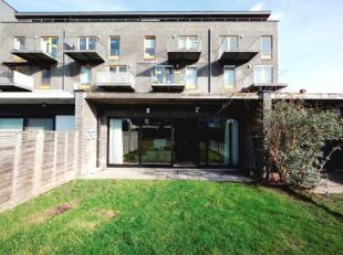 Hedendaags, energiezuinig en ruim 3 slaapkamer appartement van 121m² met aangelegde private tuin en bijhorende carport.<br /> De residentie werd