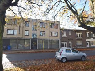 Instapklaar en comfortabel appartement met 2 slaapkamers op een tweede verdieping op wandelafstand van het Sint-Pietersstation. <br /> Alle comfort aa
