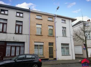 Ruime, centraal gelegen woning met 4 slaapkamers in de oplevende buurt aan Dok Gent.Het gelijkvloers bestaat uit een inkomhal, een ruime zithoek, eetk