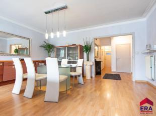 Gunstig gelegen appartement op de eerste verdieping in hartje Gent.Het appartement heeft een bewoonbare oppervlakte van 95 m².Via de centrale ink