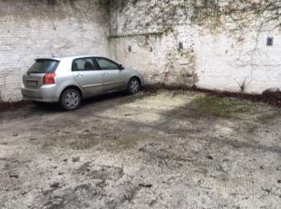 Ruime autostaanplaats te huur vlakbij Sint-Pieters station.De autostaanplaats is gelegen in een private parking met automatische poort. Wenst u meer i