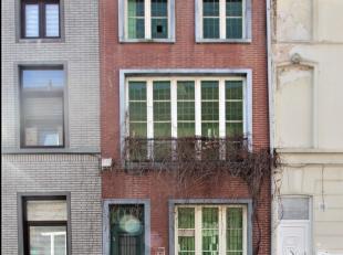 Deze woning met zijn charmante gevel situeert zich in een buurt met veel toekomst perspectief. Momenteel geniet ze een opwaardering. De Gasklokstraat