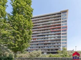 Ruim appartement van 108 m² op de achtste verdieping, op fietsafstand van het stadscentrum en nabij openbaar vervoer.De gezellige ruime leefruimt