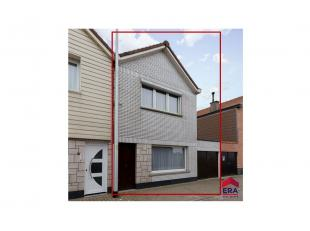 Te moderniseren woning gelegen in een doodlopend straatje met garage en leuke tuin!Via de inkomhal lopen we door naar de ruime leefruimte met aanpalen