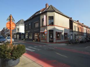 Deze handelswoning is gelegen tussen UZ en Overpoort. De eigendom bestaat op het gelijkvloers uit een ontvangstruimte met koeltoog, verbruikszaal en k