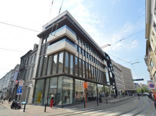 Exclusieve luxe penthouse (235m²) gelegen in het hartje van de stad. Het appartement heeft  een adembenemend zicht op de drie torens en heeft 2 r