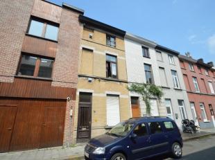 Deze woning is gelegen in een zijstraat van de Gasmeterlaan. De woning bestaat uit een inkom, leefruimte met keuken, 2 ruime slaapkamers, badkamer, do