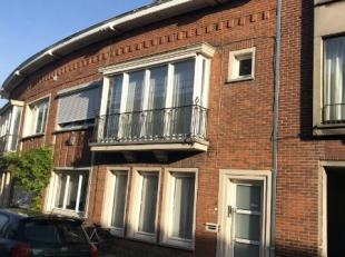 Degelijke opbrengsteigendom bestaande uit twee appartementen met elk 2 slaapkamers.<br /> Bouwjaar 1957 ; KI 877 Euro ; grond opp. 108 m² ;<br />